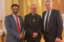 Archbishop Justin Welby with Dr Waqar Azmi (l) and Welsh First Minister Carwyn Jones (r) at the Muslim Council of Wales dinner, Cardiff, Wales, 1 October 2015.