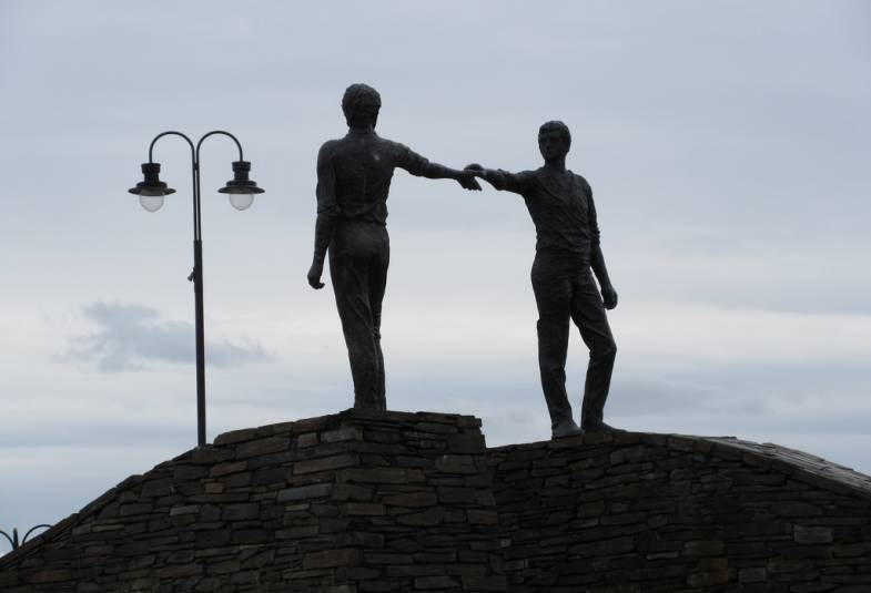 Hands Across the Divide peace sculpture in Derry